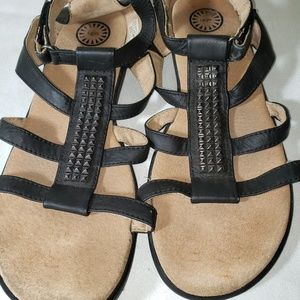 UGG STUDDED LEATHER SANDALS Size 6 Like New
